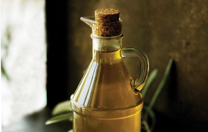 Oil & Vinegar Bottles & Racks
